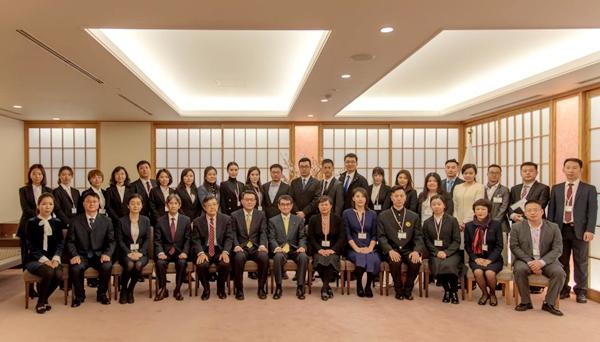 中国宋庆龄基金会副主席井顿泉率团拜会日本外务大臣河野太郎