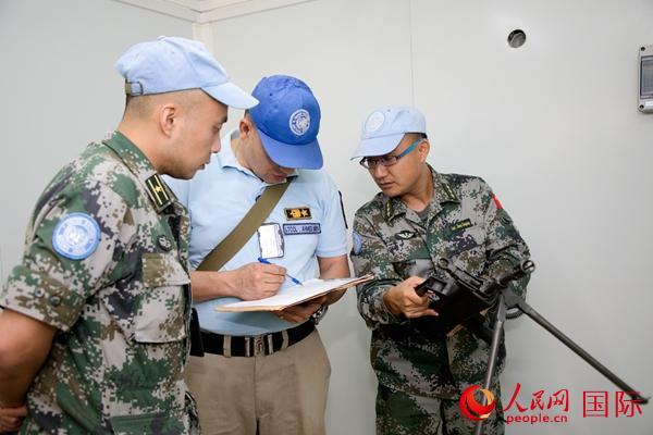 中国第?#25490;?#36212;南苏丹维和工兵分队高标准通过年度首次装备核查