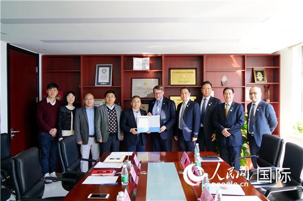 联合国民间组织委员会主席布鲁斯高度赞赏中国扶贫成就