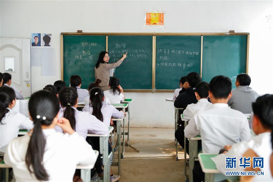 通讯:一所搭建中中新社的老友谊之桥的学校