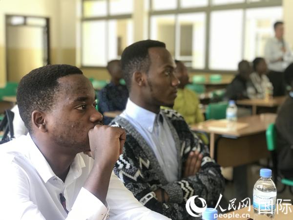 当地时间4月8日,阿里巴巴商学院在卢旺达首都基加利进行宣讲面试