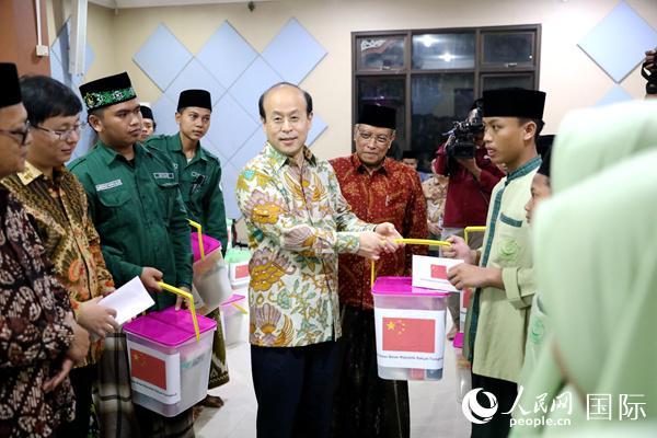 中国驻印尼大使馆与印尼伊斯兰教士联合会联合举办共同开斋暨慈善