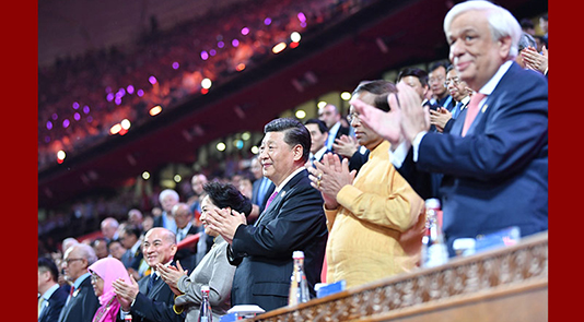 习近平和彭丽媛同外方领导人夫妇出席文化嘉年华