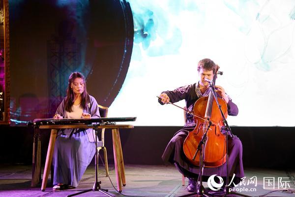 """中法艺术家在""""超乎想象的中国""""旅游推介会上联袂表演(葛文博摄)"""