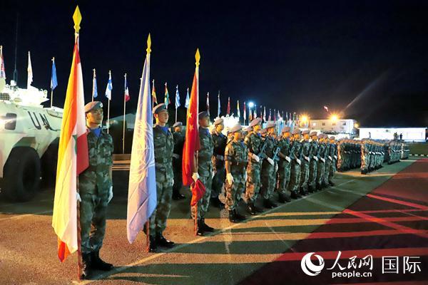 权力交接仪式上维和官兵军姿挺拔、斗志昂扬。 孙帅摄