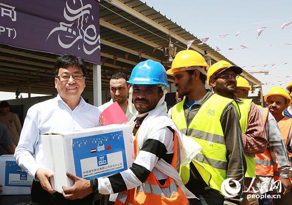中建埃及分公司为当地员工赠送斋月礼盒