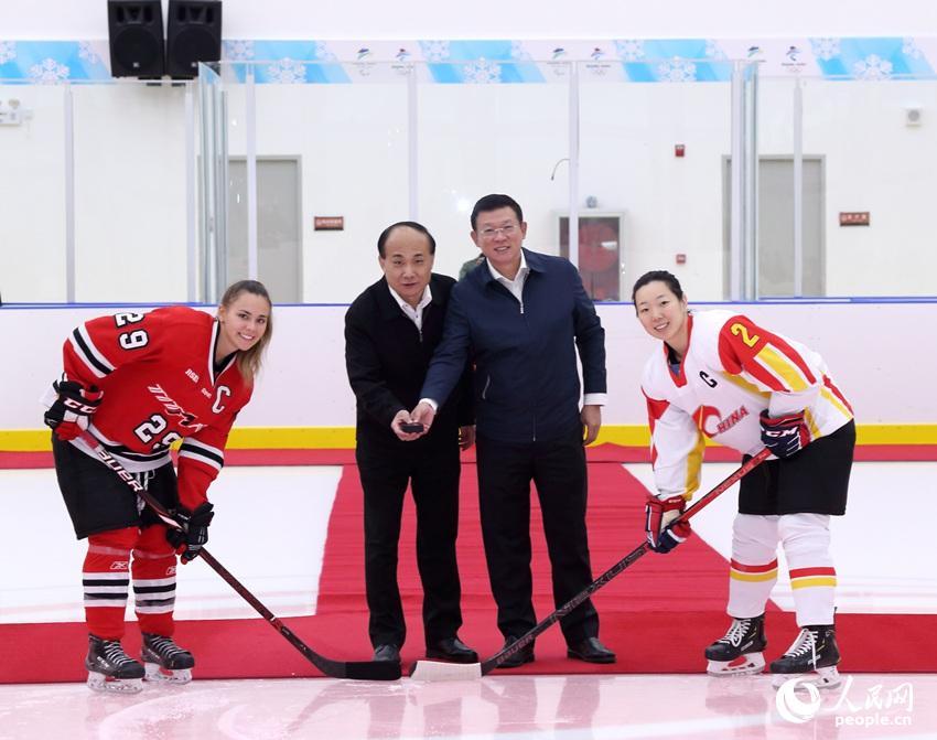 """助力冬奥""""中加女子冰球友谊赛""""在京举行"""
