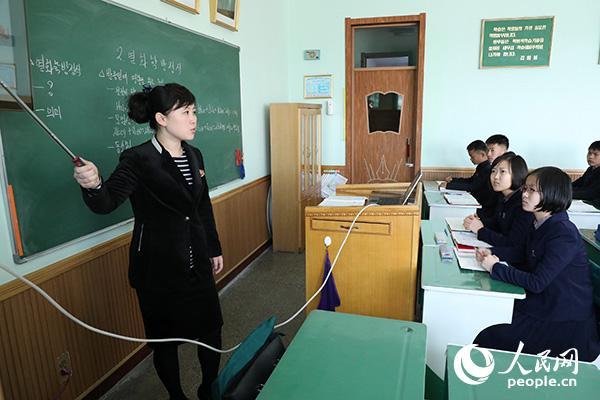 """""""毛泽东班""""的同学们正在上课。(记者 莽九晨摄)"""