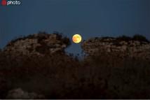 世界多地观测到月偏食景观