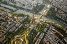 上帝视角俯拍浪漫之都巴黎