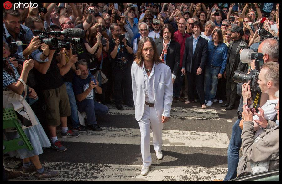 """""""约翰·列侬""""闪现 英国举行披头士50周年纪念活动"""