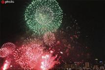日本大阪淀川花火大会举行