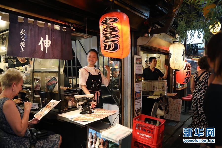 日本东京:夜幕下的熙攘繁华