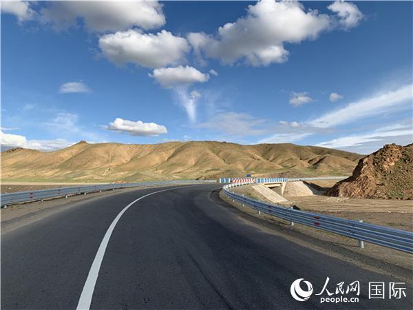 中企承建蒙古国巴彦洪戈尔129.4公里公路竣工通车