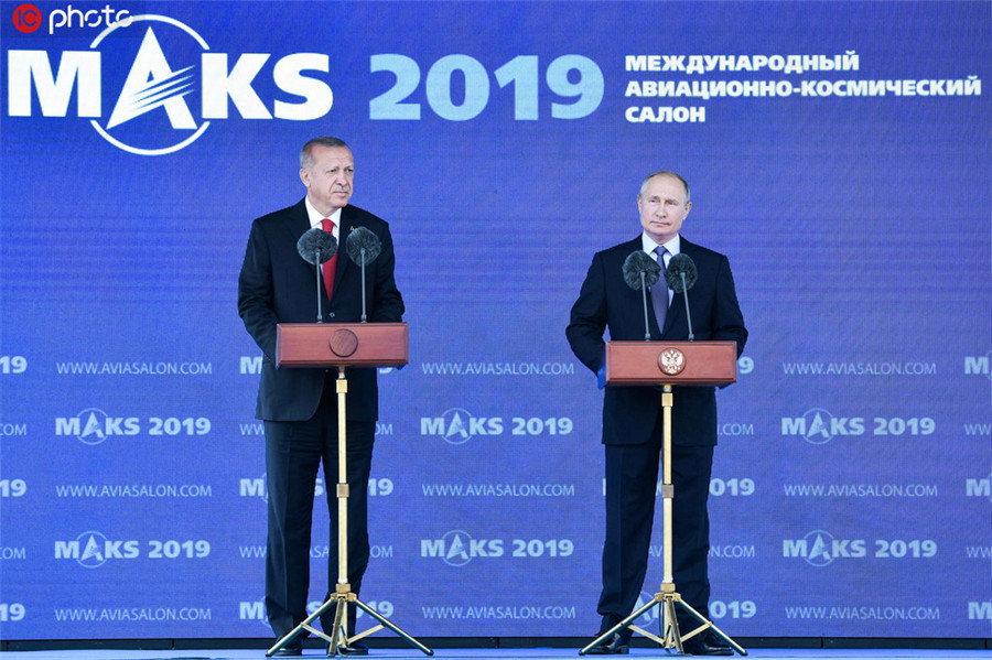 普京与埃尔多安在莫斯科航展会面