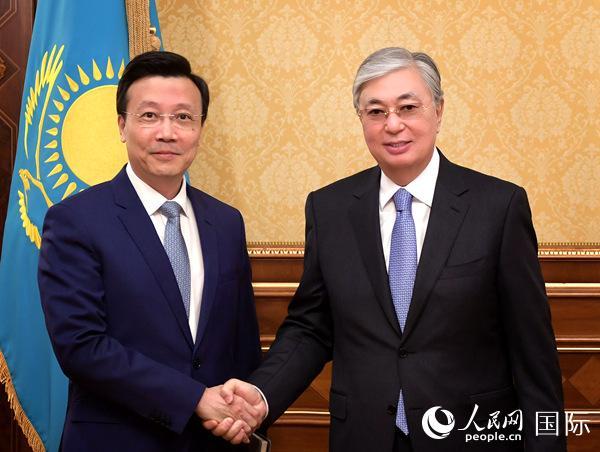 哈萨克斯坦总统托卡耶夫会见张霄大使