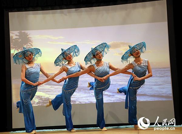 舞蹈《网娘》演出现场。记者 任彦 摄