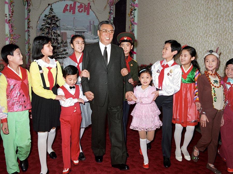 1986年12月,金日成主席参加青少年学生新年庆祝活动。 朝鲜驻华大使馆供图