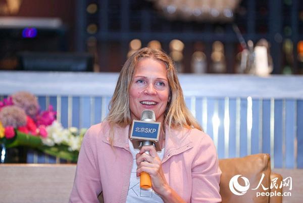 挪威战地记者、畅销书作家奥斯娜・塞厄斯塔。