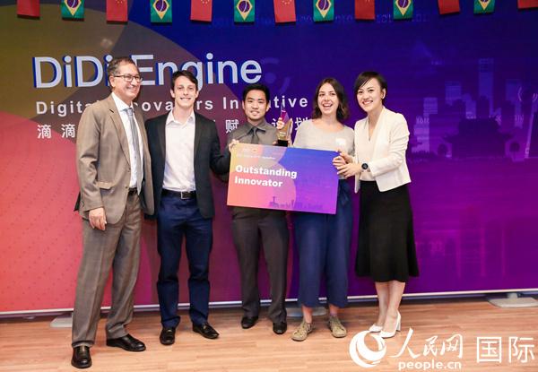 巴西学生设计盲人打车程序 获48小时编程竞赛冠军