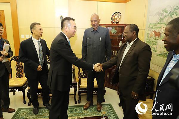 马新民大使接见研讨班代表。