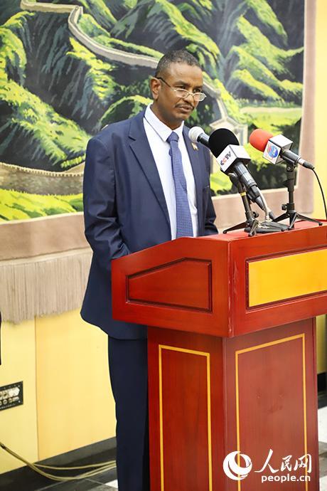 苏丹总统府副秘书长优素夫致辞。
