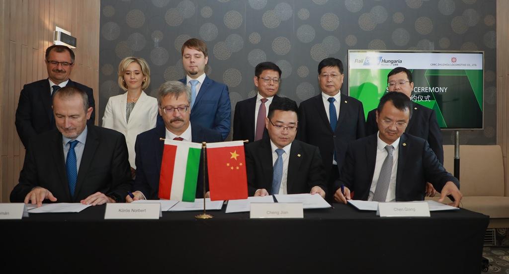 """中国与匈牙利签订""""火车头""""订单"""