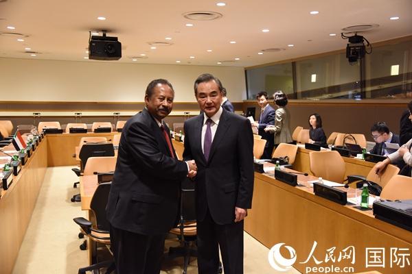 王毅会见苏丹过渡政府总理哈姆杜克