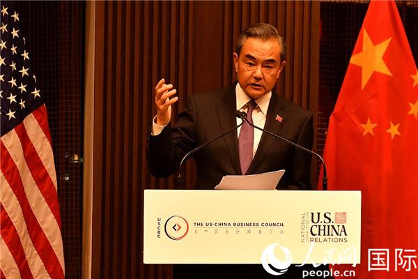 国务委员兼外长王毅在晚餐会演讲。李凉摄
