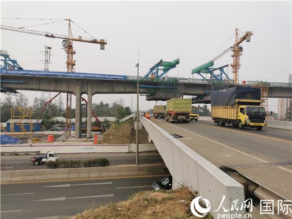 印尼雅万高铁项目全线首座连续梁顺利合龙(图片由中国中铁印尼雅万高铁项目第二分部提供)
