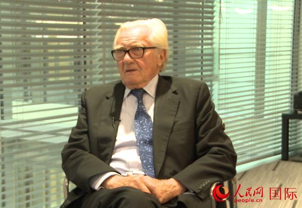 英国前副首相赫塞尔廷勋爵在伦敦接受人民网专访