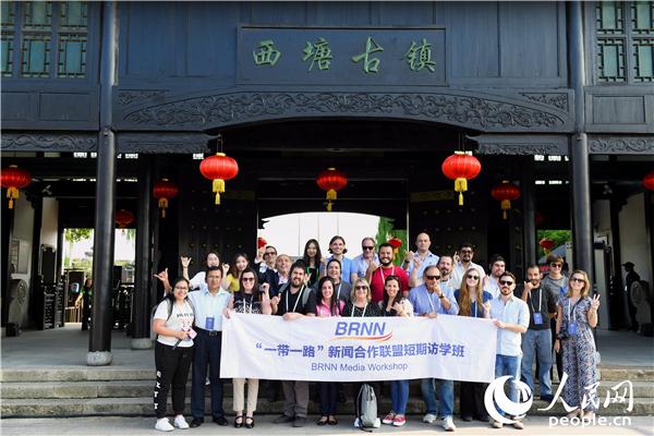 """""""一带一路""""新闻合作联盟短期访学班参观西塘古镇。"""
