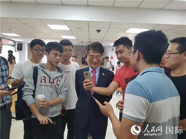 韩国驻华大使张夏成访问人民大学并发表演讲