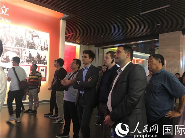香山革命纪念地迎来首个外国使馆代表团
