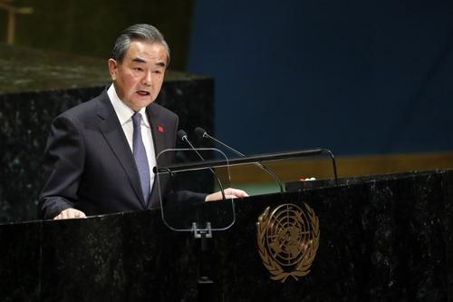当地时间2019年9月27日,国务委员兼外交部长王毅在纽约联合国总部出席第74届联合国大会一般性辩论,并发表题为《今日之中国,世界之中国》的讲话。图片来源:外交部网站