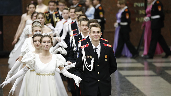 俄罗斯举行军官舞会