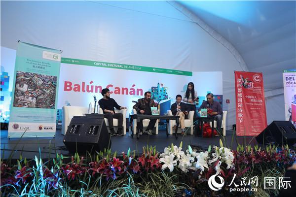 中国朦胧派诗人欧阳江河在第八届墨西哥国际诗歌节上朗诵诗歌。人民网刘旭霞 摄影