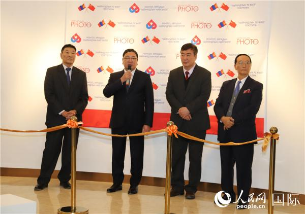 """<b>""""中蒙友谊70年""""图片展暨新书发布仪式在蒙古国举行</b>"""