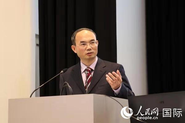 中国驻比利时大使曹忠明在鲁汶大学发表演讲