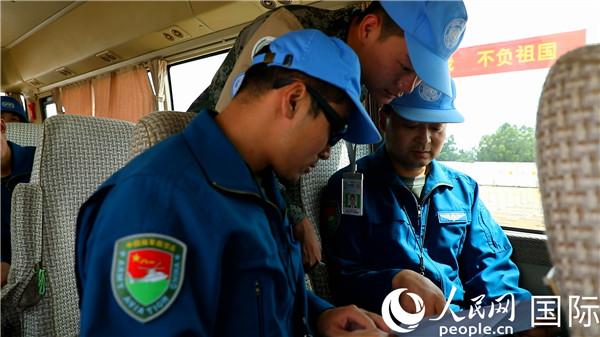 中国第三批维和直升机分队紧急升空转运埃及 重伤维和警察获赞