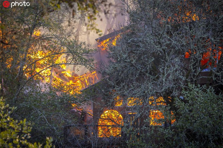 美国加州山火已烧毁45万亩土地