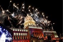 古巴首都燃放烟火庆祝建市500周年