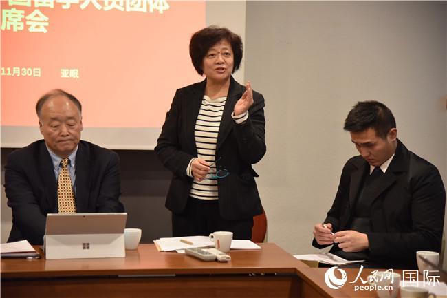 中国驻法国大使馆教育处一等秘书闫丽作汇报。刘玲玲摄