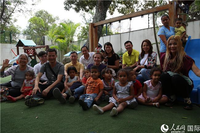 委内瑞拉侨界代表看望委孤儿并捐赠物资