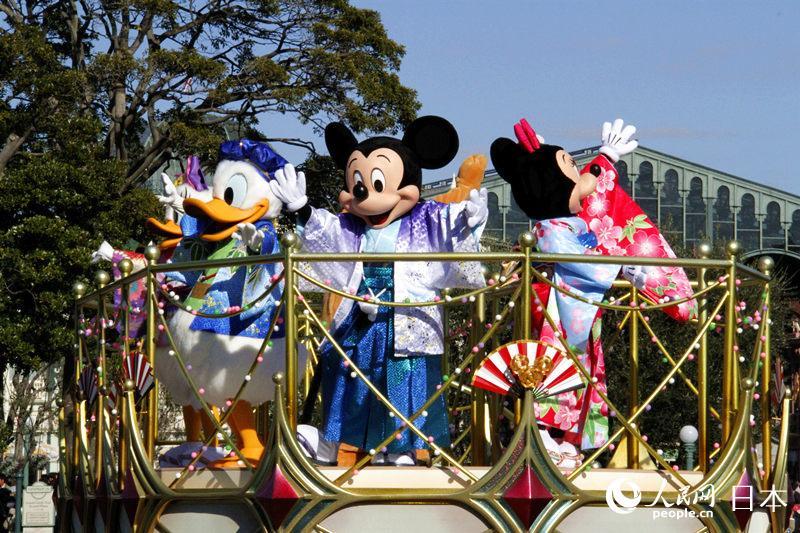 """东京迪士尼推出为期5天的""""迪士尼新年""""特别活动"""