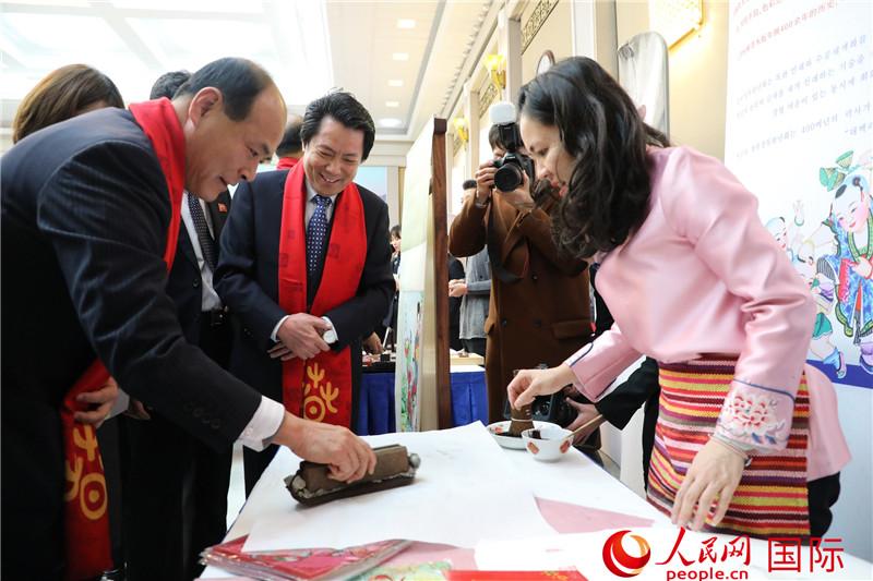 """2020年""""平壤欢乐春节""""之大同江春节庙会举行"""
