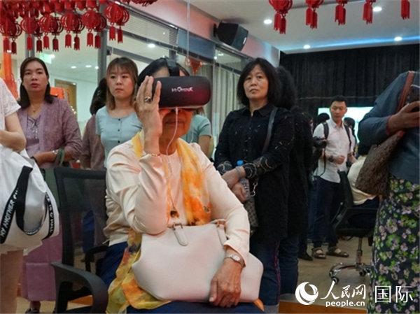 """VR美丽中国―旅游互动体验展""在仰光举办"