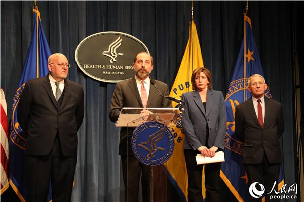 美国医疗卫生官员28日在华盛顿就新型冠状病毒防控情况召开记者会。郑琪摄