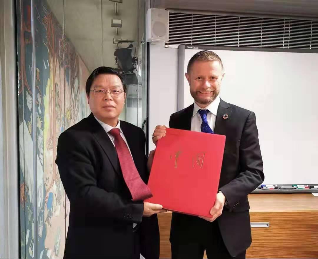 挪威卫生大臣向中国政府和人民表达敬意和慰问