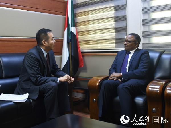 马新民大使会见苏交际部国务部长奥马尔 使馆供图